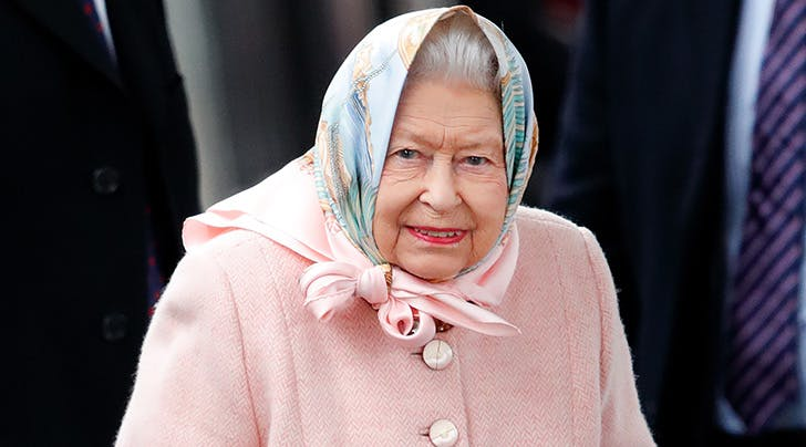 queen_elizabeth_headscarf